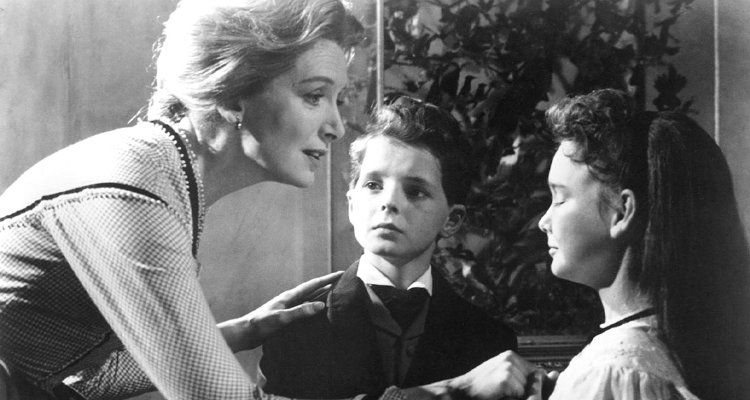 Still of Miss Giddens and the children in The Innocents