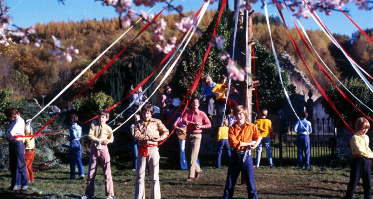 Still of the maypole in The Wicker Man