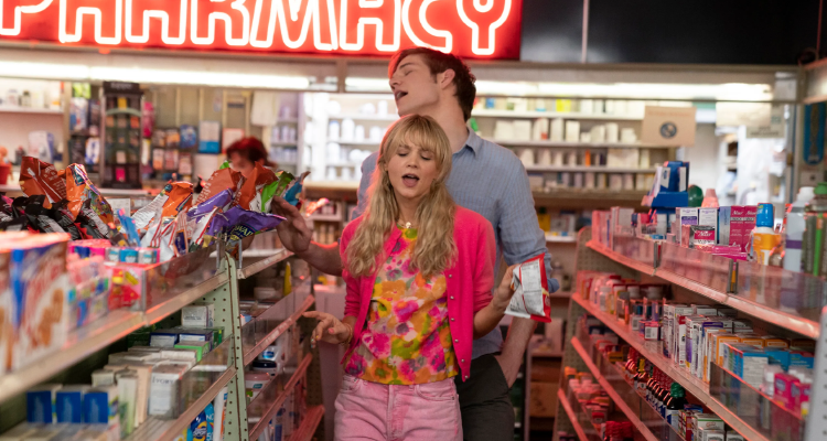 Cassandra and Ryan walking through a store in Promising Young Woman.