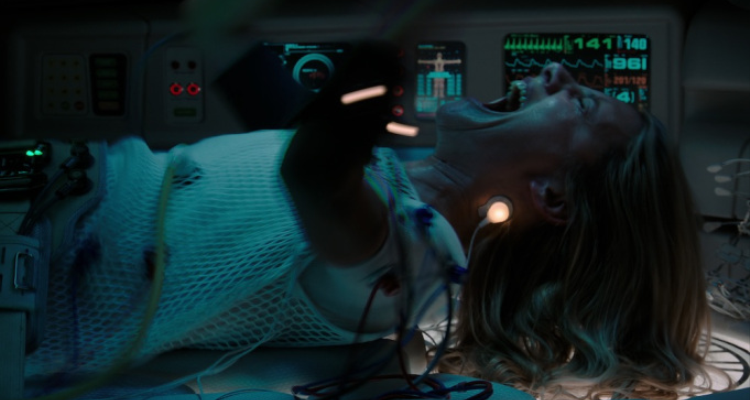 Mélanie Laurent crying and screaming in Oxygen.
